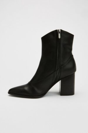 Curve Boot